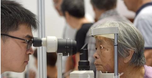 """狙击致盲""""杀手"""" 中国在眼底疾病治疗技术上取得新突破"""