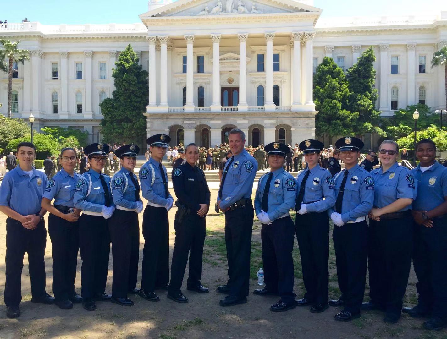 南加高校校友会联盟倡议捐助尔湾少警队