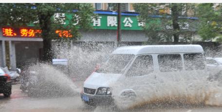 """台风""""黑格比""""影响上海:局部遭受超强降雨"""